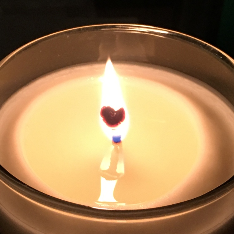 Burning_heart_candle_sq_2600